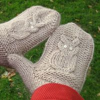 Give A Hoot Mittens: free knitting pattern