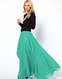 Obsessing over this flowing maxi skirt! Love it paired with a sweater! soooold!