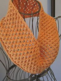 Free Pattern: Dimpled Eyelet Cowl