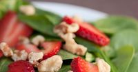 Clean Eating Strawberry Spinach Salad. #cleaneating #cleaneatingrecipes