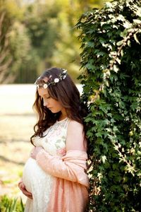 Sweet shabby chic maternity portraits | The Frosted Petticoat