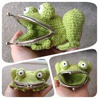 Well this #frog purse by Laura Sutcliffe is just adorable #crochet #DIY