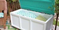 store your summer pillows in this #DIY outdoor storage bench