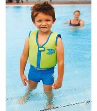 Zoggs Green Swim Jacket - 4-5 Years Give your kids greater water confidence in the pool with this green swim jacket from Zoggs. This buoyancy aid will assist as they learn to swim in safety and gives them complete freedom of movement. N http://www.compare...