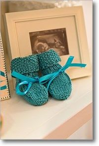 Awww... This adorable Booties pattern includes instructions on four cuff variations. #knittingdaily