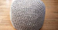 Crochet pouf...info bar offers Google English translator. Great breakdown of how to stop to stuff ottoman and finish opening.