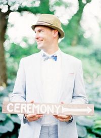 seersucker suit, wooden directions sign for ceremony - jen huang photography