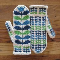 Cheerful mittens inspired by the designer Orla Kiely.