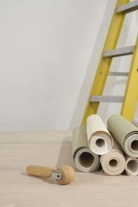 How to Install Paintable Wallpaper on a Ceiling