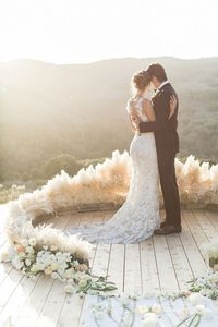 Not only is this luxe bohemian wedding shoot absolutely stunning, but it was created by a number of wedding professionals who have been an enormous part of my c
