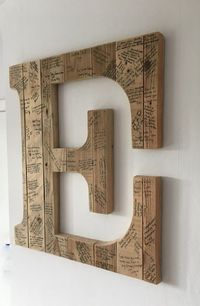 This wedding guest book alternative is perfect for rustic themed weddings. Most guest books get put in a drawer or hidden away in the attic, this can be displayed on your wall long after the big day to bring back the special memories that should be cheris