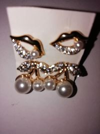 stud set of 2 earrings £5.00