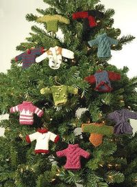miniature sweater ornaments (free knitting pattern) #Christmas