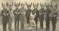 now, are these bunny kids? or rat children? Discuss...aaaannndddd... go~