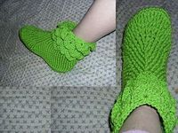 I made this pattern to fit my daughter's foot size of about US 8- 10 using an H (5.0 mm); for a smaller foot use a G (4.25 mm) results in a size of about US 5-7.